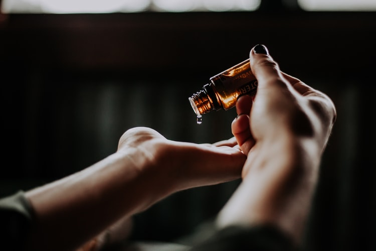 How to Properly Use Skin Oil?